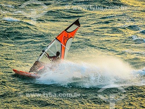 Praticante de windsurf na Praia do Guincho  - Concelho de Cascais - Distrito de Cascais - Portugal