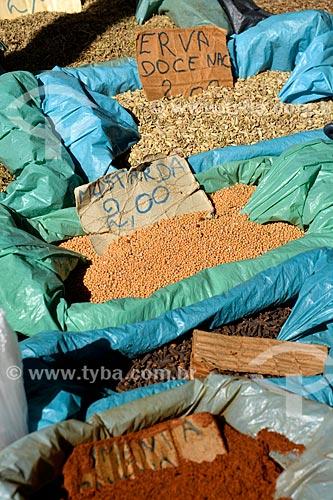 Sementes de mostarda e erva-doce à venda na feira livre  - Rio de Janeiro - Rio de Janeiro (RJ) - Brasil