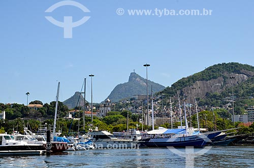Barcos na Marina da Glória durante a regata Clipper Round The World Race com o Cristo Redentor ao fundo  - Rio de Janeiro - Rio de Janeiro (RJ) - Brasil