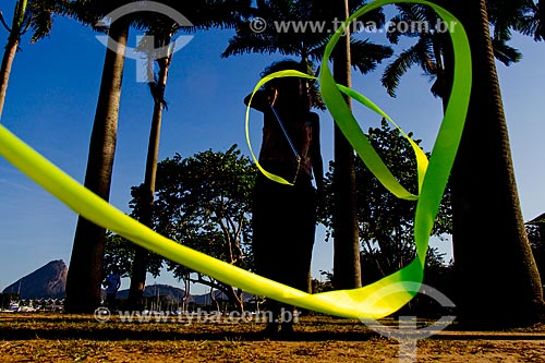 Silhueta de mulher com fita  - Rio de Janeiro - Rio de Janeiro (RJ) - Brasil