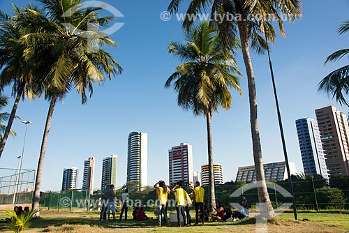 Pessoas no Parque Potycabana com prédios ao fundo  - Teresina - Piauí (PI) - Brasil