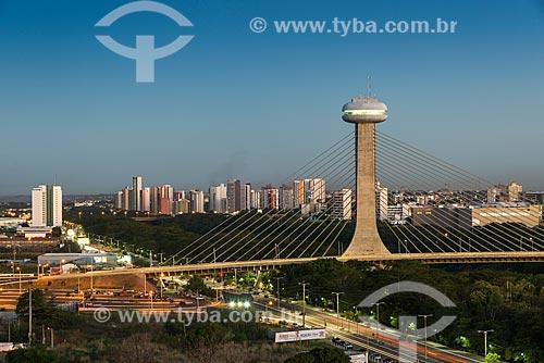 Vista geral da Ponte Estaiada João Isidoro França (2010) durante o entardecer  - Teresina - Piauí (PI) - Brasil