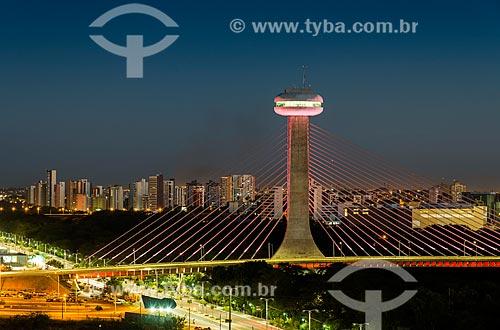 Vista geral da Ponte Estaiada João Isidoro França (2010) durante à noite  - Teresina - Piauí (PI) - Brasil