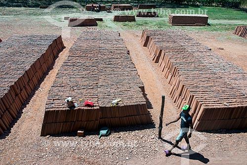 Detalhe de telhas em olaria  - Nazária - Piauí (PI) - Brasil