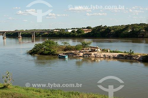 Margem do Rio Parnaíba - divisa natural entre os estados de Piauí e Maranhão - com a Ponte Presidente José Sarney - também conhcida como Ponte da Amizade à esquerda  - Teresina - Piauí (PI) - Brasil