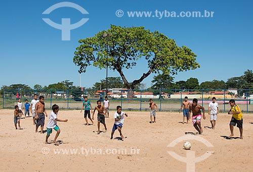 Meninos jogando futebol de várzea no Parque Lagoas do Norte  - Teresina - Piauí (PI) - Brasil