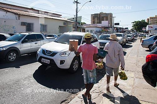 Vendedor ambulante na Rua Coelho de Resende  - Teresina - Piauí (PI) - Brasil