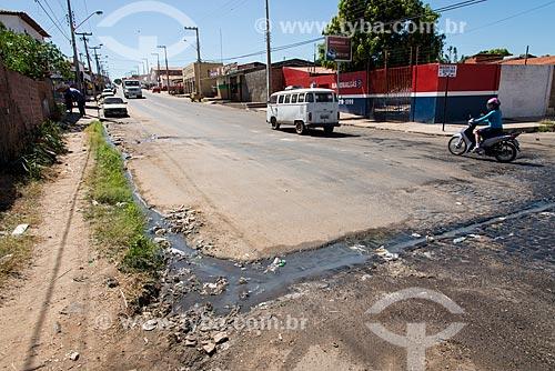 Esgoto a céu aberto no bairro Angelim  - Teresina - Piauí (PI) - Brasil