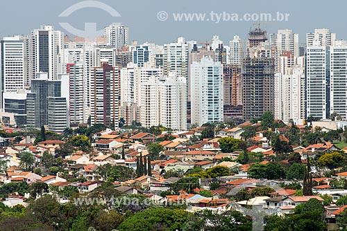 Casas e edifícios na cidade de Londrina  - Londrina - Paraná (PR) - Brasil