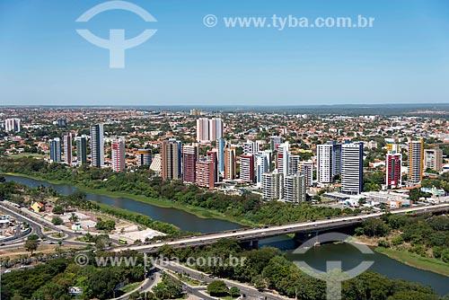 Foto aérea da Ponte Juscelino Kubitschek (1957) - também conhecida como Ponte da Frei Serafim - sobre o Rio Poti  - Teresina - Piauí (PI) - Brasil