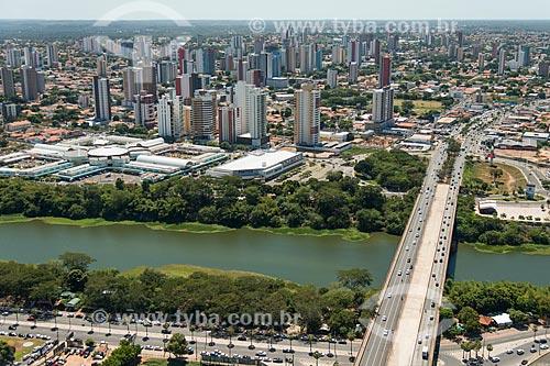 Foto aérea da Ponte Juscelino Kubitschek (1957) - também conhecida como Ponte da Frei Serafim - com o Shopping Riverside à esquerda  - Teresina - Piauí (PI) - Brasil