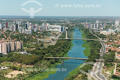Foto aérea das 3 pontes sobre o Rio Poti - Ponte Ministro Petrônio Portella, Ponte Estaiada João Isidoro França e a Ponte Juscelino Kubitschek - ou Ponte da Frei Serafim ao fundo  - Teresina - Piauí (PI) - Brasil