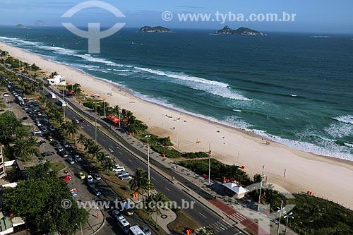 Vista de cima da orla da Praia da Barra da Tijuca com as Ilhas Tijucas ao fundo  - Rio de Janeiro - Rio de Janeiro (RJ) - Brasil