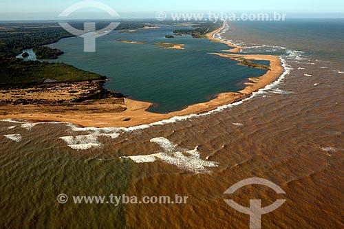 Obstrução da foz do Rio Doce impedindo o escoamento da lama antes da chegada dos rejeitos do rompimento de barragem da Mineradora Samarco de Mariana (MG)  - Linhares - Espírito Santo (ES) - Brasil
