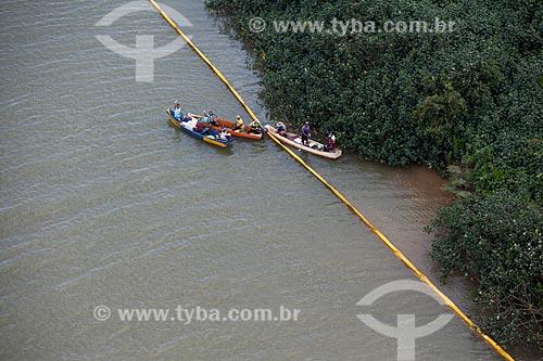 Implantação de barreira de contenção na foz do Rio Doce para evitar que a lama dos rejeitos do rompimento de barragem da Mineradora Samarco chegue às ilhas e áreas mais baixas do estuário  - Linhares - Espírito Santo (ES) - Brasil