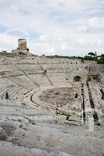 Vista geral do Teatro Greco di Siracusa (Teatro Grego de Saracusa) - Século V A.C - no Parco archeologico della Neapolis (Parque Arqueológico Neapolis)  - Siracusa - Província de Siracusa - Itália