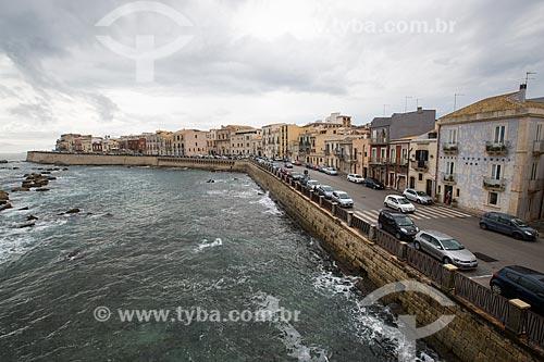 Avenida Longomare Levante Elio Vittorini na Ilha Ortígia - às margens do Mar Jônico  - Siracusa - Província de Siracusa - Itália