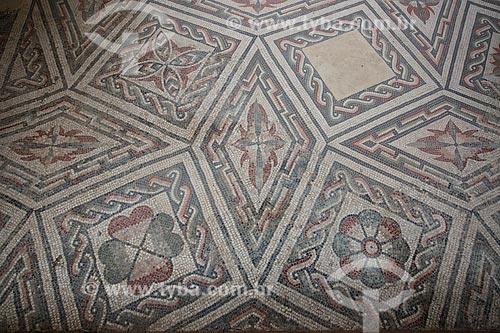 Detalhe de mosaico na Villa Romana del Casale - antiga palácio construído no século IV  - Piazza Armerina - Província de Enna - Itália
