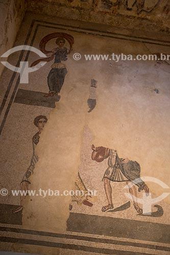Detalhe de mosaico conhecido como Rapto das Sabinas - Villa Romana del Casale - antiga palácio construído no século IV  - Piazza Armerina - Província de Enna - Itália