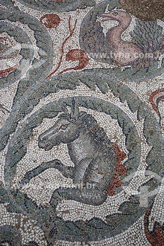 Detalhe de mosaico no interior o triclínio na Villa Romana del Casale - antiga palácio construído no século IV  - Piazza Armerina - Província de Enna - Itália