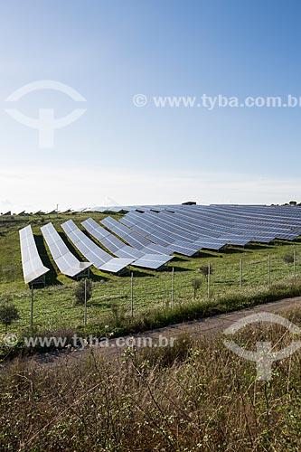 Painéis solares fotovoltaico às margens da Rodovia SS 117 BIS  - San Cono - Província de Catania - Itália