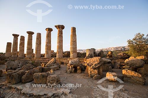 Vista do Templo de Héracles no Valle dei Templi (Vale dos Templos) - antiga cidade grega de Akragas  - Agrigento - Província de Agrigento - Itália