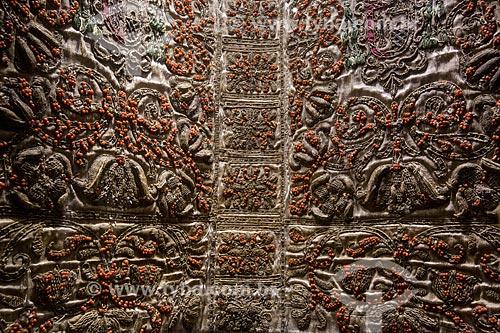 Detalhe de manufatura siciliana para cobrir livro litúrgico - Bíblia - do Arcebispo Giovanni Roano na Duomo di Monreale (Catedral de Monreale)  - Monreale - Província de Palermo - Itália