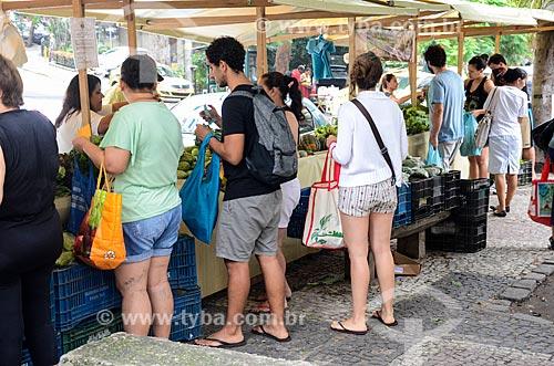 Consumidores na feira livre do Circuito Feira Orgânica Carioca  - Rio de Janeiro - Rio de Janeiro (RJ) - Brasil