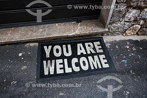 Capacho com os dizeres: You are welcome (Você é bem-vindo)  - Taormina - Província de Messina - Itália