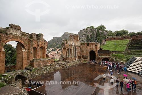 Turistas no Teatro Antico di Taormina (Antigo Teatro de Taormina) - Século II  - Taormina - Província de Messina - Itália