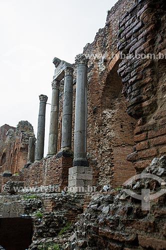 Detalhe de colunas da ordem coríntia no Teatro Antico di Taormina (Antigo Teatro de Taormina) - Século II  - Taormina - Província de Messina - Itália