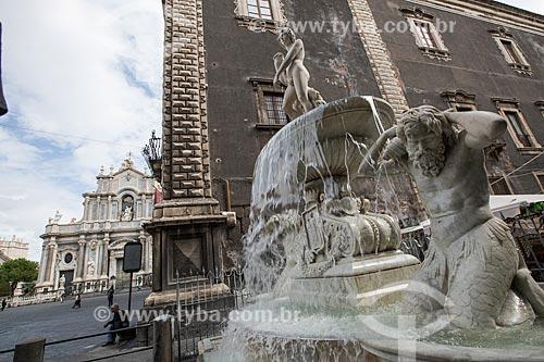 Fontana DellAmenano (Fonte de Amenano) - 1867 - com a Duomo di Catania - Cattedrale di SantAgata (Catedral de Santa Agatha) ao fundo  - Catânia - Província de Catânia - Itália