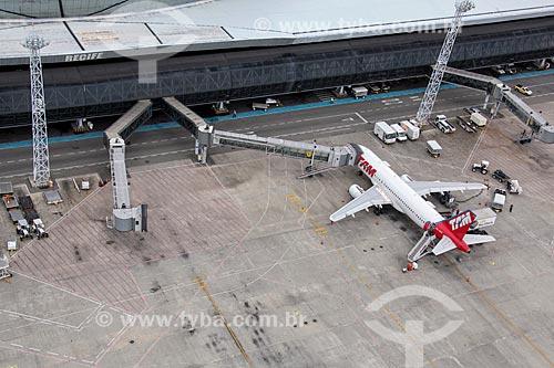 Foto aérea de avião da TAM Linhas Aéreas no Aeroporto Internacional do Recife/Guararapes - Gilberto Freyre (1958)  - Recife - Pernambuco (PE) - Brasil