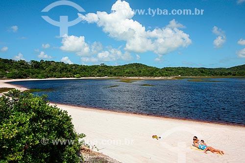 Casal na Lagoa de Araraquara - também conhecida como Lagoa da Coca-Cola  - Baía Formosa - Rio Grande do Norte (RN) - Brasil
