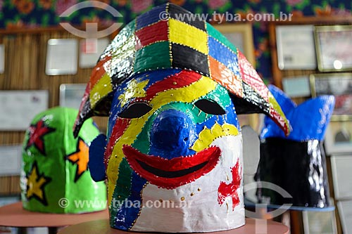 Detalhe de máscara de Papangus feita com papel machê  - Bezerros - Pernambuco (PE) - Brasil