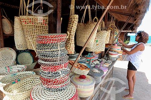 Comércio de artesanato de fibra de licuri (Syagrus coronata) - também conhecido como ouricuri, alicuri ou aricuí  - Coruripe - Alagoas (AL) - Brasil