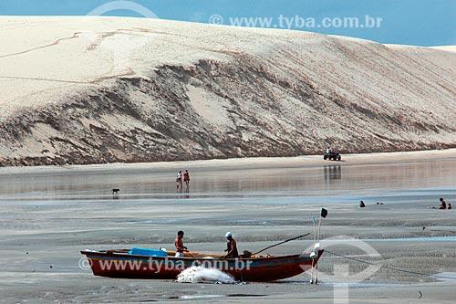 Canoa na praia de Jijoca de Jericoacoara  - Jijoca de Jericoacoara - Ceará (CE) - Brasil