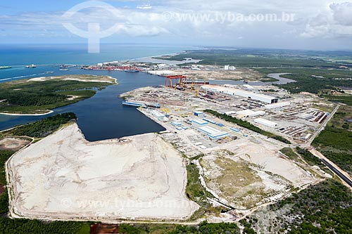 Foto aérea do Estaleiro Promar e do Estaleiro Atlântico Sul no Complexo Portuário de Suape  - Ipojuca - Pernambuco (PE) - Brasil