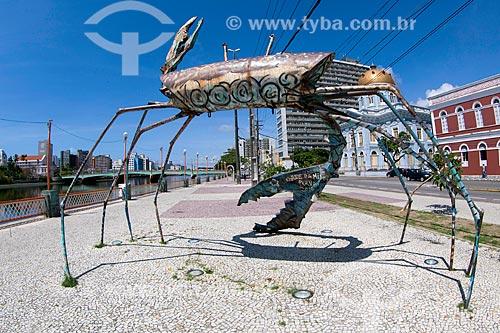Escultura Carne da minha perna (2005) às margens do Rio Capibaribe  - Recife - Pernambuco (PE) - Brasil