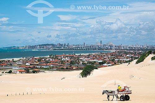Dunas da Praia de Genipapu com a cidade de Natal ao fundo  - Extremoz - Rio Grande do Norte (RN) - Brasil