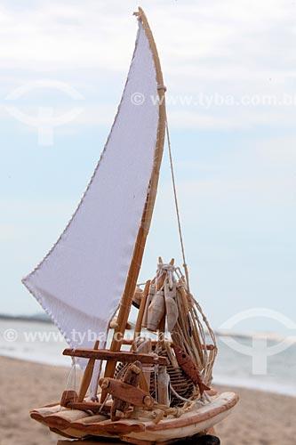 Maquete de jangada na Praia de Cumbuco  - Caucaia - Ceará (CE) - Brasil