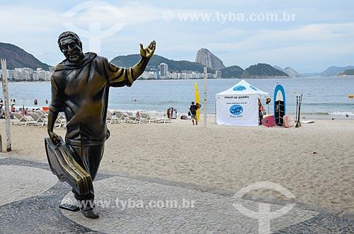 Estátua do cantor Dorival Caymmi (2008) no Posto 6 com o Pão de Açúcar ao fundo  - Rio de Janeiro - Rio de Janeiro (RJ) - Brasil