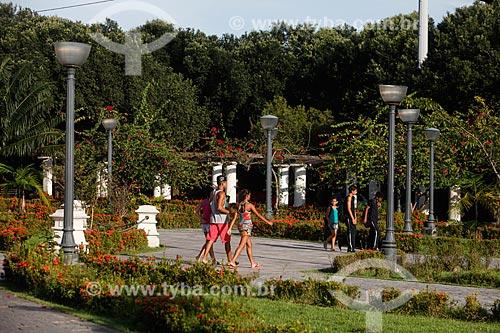 Pessoas na Praça da Saudade  - Manaus - Amazonas (AM) - Brasil