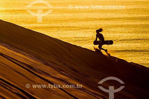Silhueta de praticante de sandboard no Cerro Dragón (Dunas Morro do Dragão)  - Iquique - Província de Iquique - Chile