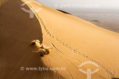 Praticante de sandboard nas Dunas Caramucho  - Iquique - Província de Iquique - Chile