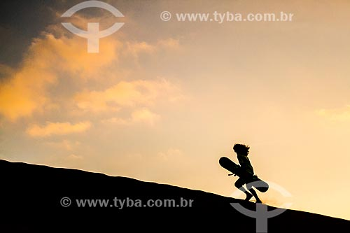 Silhueta de praticante de sandboard nas Dunas Caramucho  - Iquique - Província de Iquique - Chile