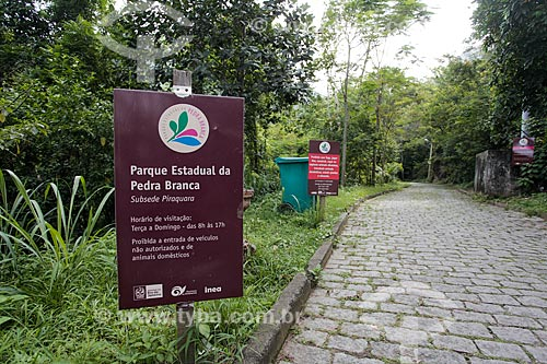Placa na entrada da Sub-sede do Piraquara - Parque Estadual da Pedra Branca  - Rio de Janeiro - Rio de Janeiro (RJ) - Brasil