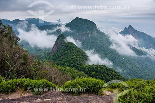 Vista do Cristo Redentor e do Morro Dois Irmãos a partir da trilha da Pedra Bonita no Parque Nacional da Tijuca  - Rio de Janeiro - Rio de Janeiro (RJ) - Brasil