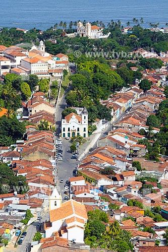 Vista geral de parte do centro histórico de Olinda com a Igreja de Nossa Senhora do Amparo (1644) e a Igreja de Nossa Senhora da Misericórdia (século XVII) ao fundo  - Olinda - Pernambuco (PE) - Brasil