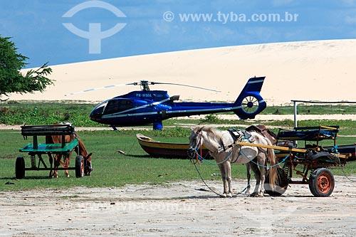 Carroça e helicóptero na Praia de Jericoacoara  - Jijoca de Jericoacoara - Ceará (CE) - Brasil